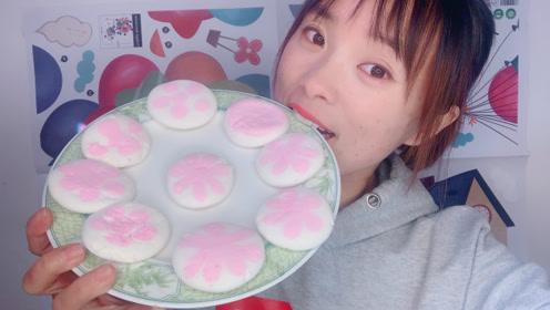 粉粉嫩嫩的樱花棉花糖,一口吃到嘴里,瞬间幸福感爆棚,真是入口即化