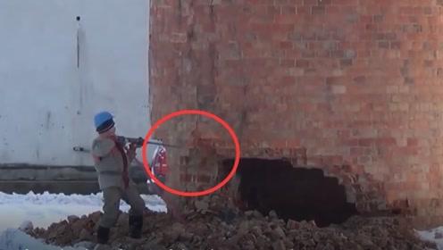 75米高的建筑楼,工人32秒拆除完毕!看完过程也难以相信!