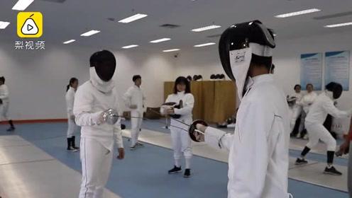 厦门大学开设击剑课:每学期仅约20个名额,学生疯抢