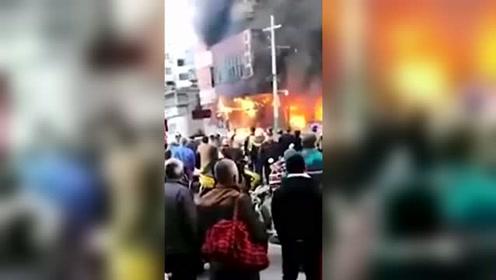 安徽蚌埠一门面房起火 已致5死3伤
