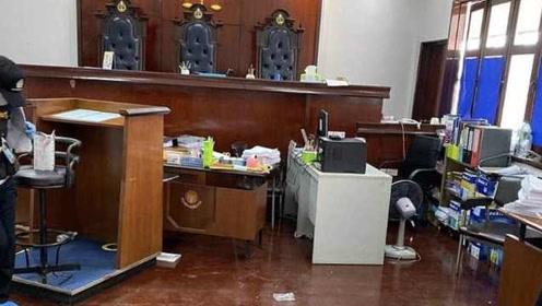 为争遗产被告当庭开枪!泰国法庭上爆发枪战:造成3人死亡