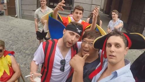 乱入罗马尼亚街头派对,知道我是中国人后,气氛变得不一样了