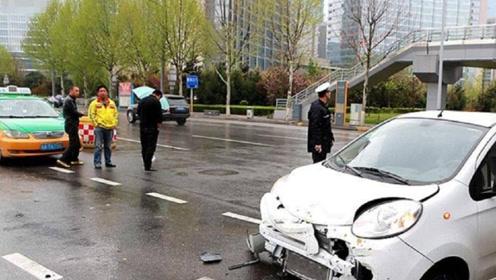 开车在路上遇到事故怎么办,第一个电话打给谁?做错了难怪你吃亏