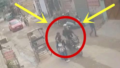 蠢贼当街抢劫少妇,不想惨遭30多人围殴,下场太惨!