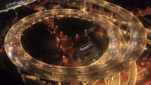 无人机航拍上海南浦大桥夜景,螺旋引桥流光溢彩,太壮观了