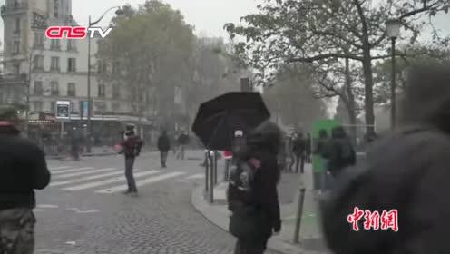 """法国""""黄马甲""""运动一周年暴力示威重现警方逮捕上百名示威者"""