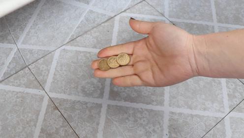 抓紧拿几枚五角硬币丢在墙脚,真是很厉害,不是迷信,后悔知道的晚了