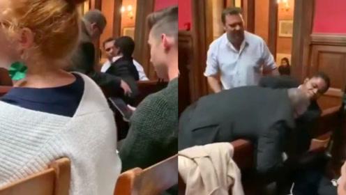 牛津大学一非洲盲人学生被粗暴赶出辩论会场 现场学生无一人阻止