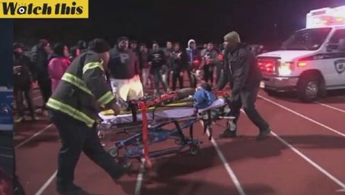 美国高中橄榄球枪击案目击者:有人立马跑过去按住中枪男孩脖子上的伤口