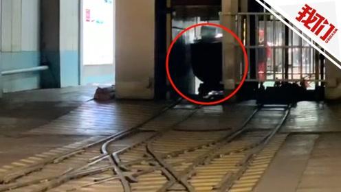 山东梁宝寺煤矿火灾致11人被困 直击现场:正输送冰块下井降温