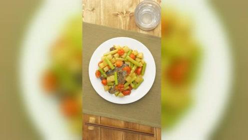 孕产营养(月子期):茄汁通草土豆炖沙丁鱼