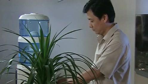 丈夫回家口渴喝水,哪料妻子瞬间慌了,结果出大事了!