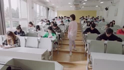 亲爱的!热爱的:年年来班级里监考!韩商言亲自来给年年送包包!
