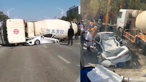 3人死亡!江西九江发生惨烈交通事故,搅拌车侧翻压瘪小轿车