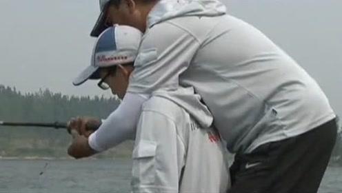 如此大的风,让年轻钓友直接担心鱼竿抛不出去