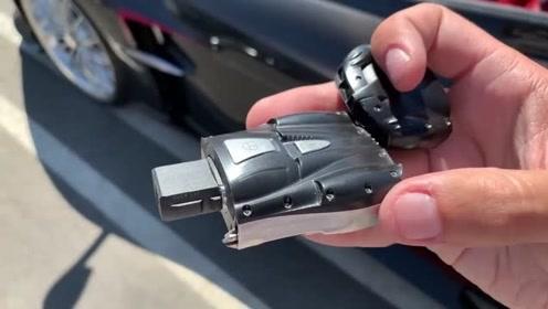帕加尼Huayra Roadster 连车钥匙都很牛!