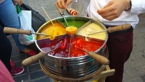 土耳其街头小吃搅搅糖,几个大叔直接围着锅吃,一口下去5种味道