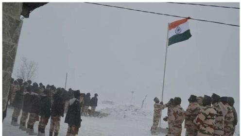 中印边境突发雪崩,印度巡逻队遭遇不测,被大雪掩埋仅2人存活