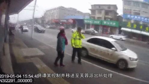 湖南一女子不满违停罚单,竟多次殴打协警被拘