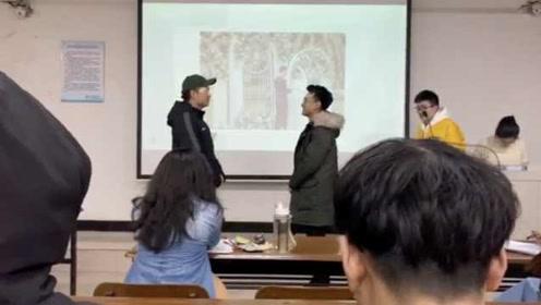 """大学课堂成""""婚礼现场"""",学生浑身是戏演绎结婚全程"""