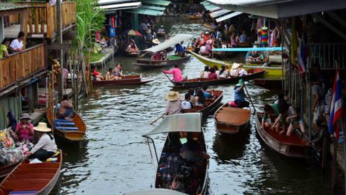 泰国当地人都不买的东西,导游说了4个字后,遭到中国游客哄抢