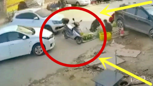 谋杀!穷苦大爷路边摆摊,轿车司机狠心踩死油门,监控拍下凄惨一幕!
