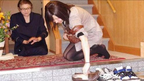 日本人入室都要脱鞋,如果碰到脚臭的人怎么办?