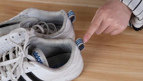 """今天才知道,鞋子后面的""""小尾巴"""",还有这作用,小窍门涨知识了"""