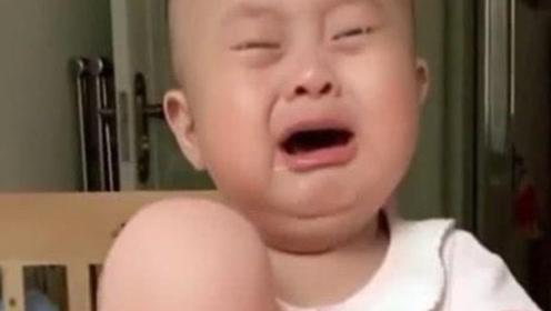"""2岁儿子拒绝父母生二胎,看到妈妈给的""""弟弟"""",失控大哭"""
