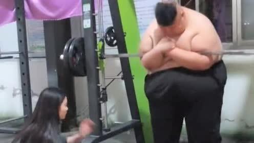 600多斤胖子为爱减肥,看到这网友炸了,有这样的女票我也行