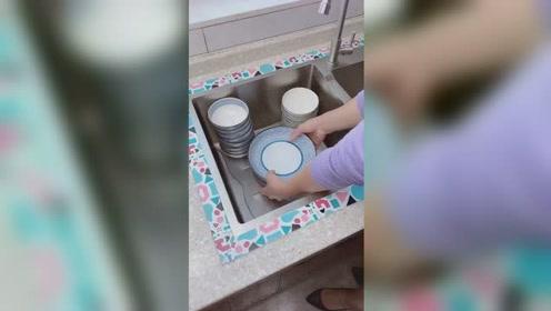 碗筷在橱柜容易滋生细菌,这种沥水性特别好,干净卫生许多