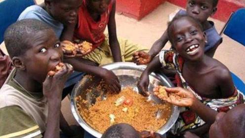 真实的非洲什么样?有钱人吃玉米面,穷人却只能吃龙虾!