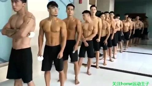 一群肌肉男齐秀身材,场面壮观,个个健硕强壮让你一次看个够
