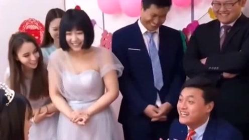 新郎告白的话语真实在,一点也没有给新娘面子,好在新娘最后报复他了!