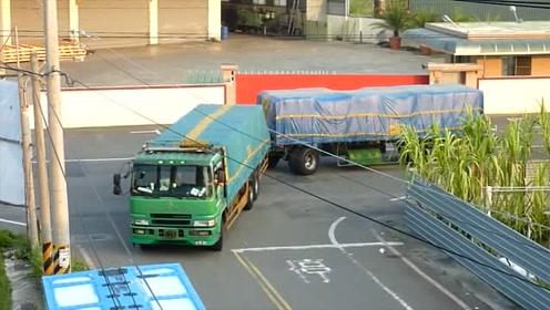 老司机开大货车倒车,技术牛不牛自己看
