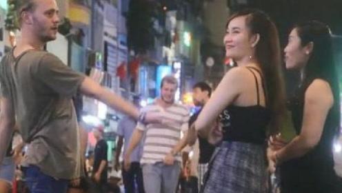 在越南旅游的时候,遇到本地的美女问要不要生菜时,该如何回答