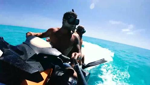 男子带美女去海边潜水,没想到碰上大家伙!