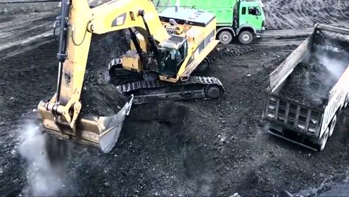 卡特挖掘机作业现场,挖的真痛快
