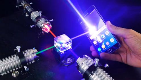 小伙把三束大功率激光灯合成一束,威力有多大?看看这手机的下场就知道了!