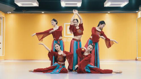 气质女孩的中国舞表演,全场最佳就是她!