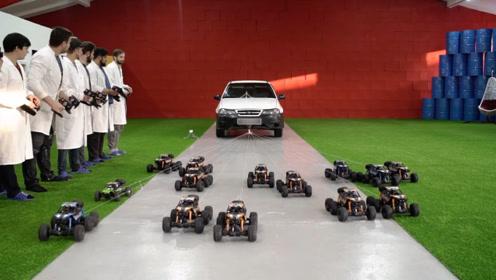 玩具车能拉动汽车吗?老外摆开一列车队霸气来拉车,网友:真会玩