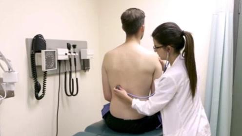 面对男病人隐私部位,女护士都会怎么处理?看完让人心疼