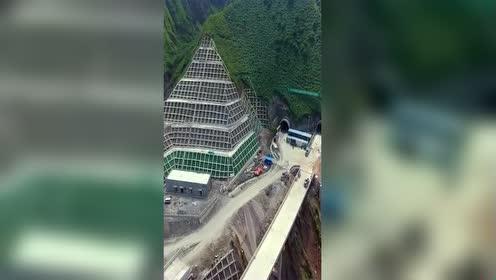 就算是大山也阻止不了高速的建设!这技术太牛了!不服不行