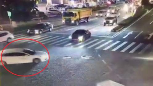 """广东一男子租车玩漂移被刑拘!监拍:男子路口驾车""""旋转180度"""""""