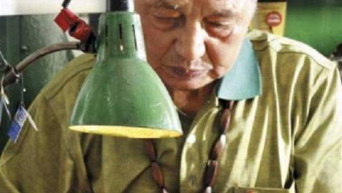 他被誉为中国刀王,磨一把菜刀要一千元天价,顾客却遍布半个地球