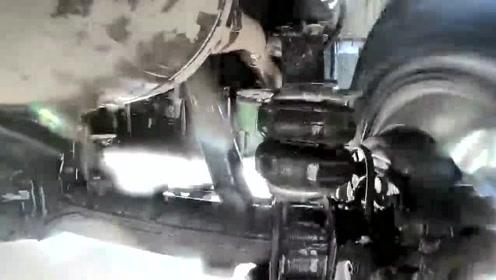 汽车上面最苦的组件就是减震,这频率也太快了吧?减震比发动机都忙!