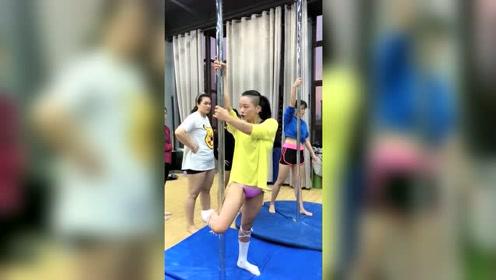 这样的舞蹈教练,你还敢让你媳妇去锻炼吗?