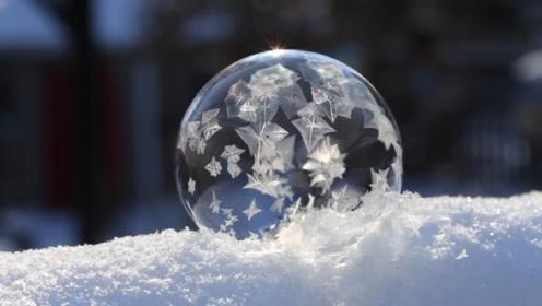 老外零下26度吹泡泡,结冰后像水晶球,过程简直出人意料!