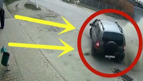 惊魂!摩托车目无法纪,街道超速行驶,司机拼命急刹只为救他一命!