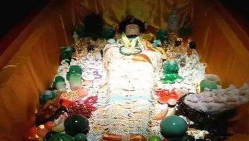 宫女偷拿慈禧枕头,64后竟然发现里面有4颗夜明珠,立刻上交国家!